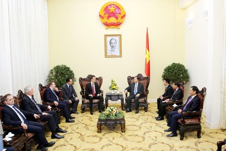 Deputi PM Vietnam, Vu Van Ninh  menerima Menteri Luar Negeri dan Ekonomi Luar Negeri Hungaria - ảnh 1