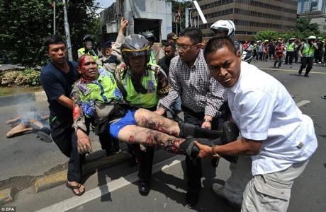 Serangan bom di Jakarta, ibukota Indonesia menimbulkan banyak korban - ảnh 1