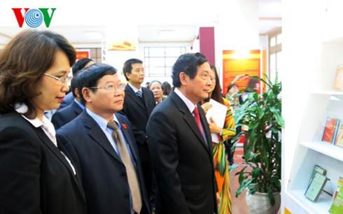 "Pameran buku dan dokumen dengan tema: ""Partai Komunitas Vietnam - Dari Kongres ke Kongres"" - ảnh 1"