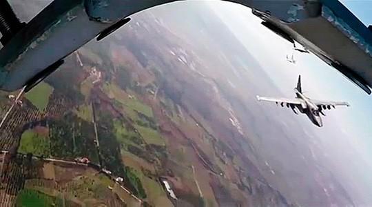 Angkatan udara Rusia dan Suriah untuk pertama kalinya  berkoordinasi melakukan serangan - ảnh 1