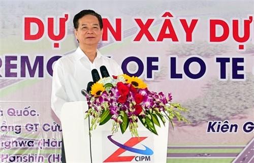 PM Nguyen Tan Dung memerintahkan untuk mulai membangun jalan yang menyambungkan kota Can Tho dengan provinsi Kien Giang - ảnh 1