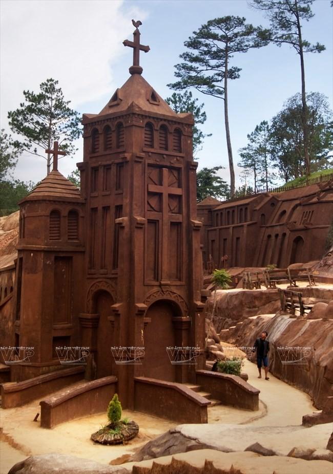 Terowongan tanah liat - destinasi  wisata  baru yang menyerap kedatangan para turis - ảnh 3
