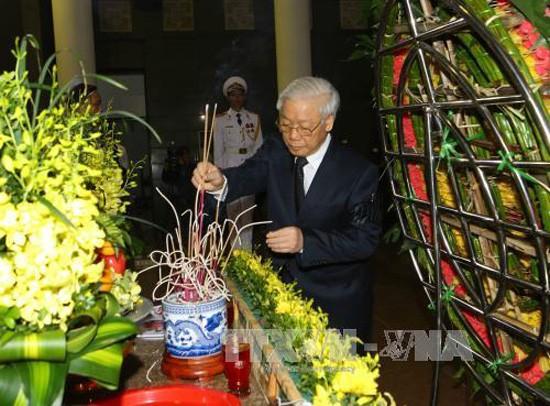 Upacara pemakaman  mantan Wakil Ketua MN Truong Quang Duoc diadakan dengan khidmat - ảnh 1