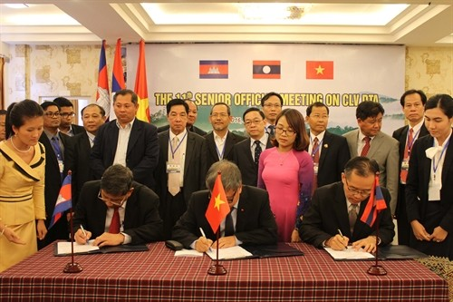 Memperhebat kerjasama ekonomi antara tiga negara Vietnam-Laos-Kamboja sampai tahun 2030 - ảnh 1