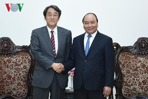 PM Vietnam,Nguyen Xuan Phuc  menerima Dubes Jepang, Kunia Umeda - ảnh 1