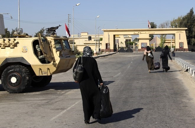 Koridor perbatasan Rafah yang bersambungan dengan jalur Gaza telah dibuka kembali oleh Mesir - ảnh 1