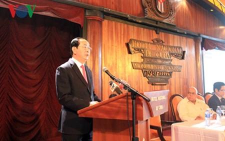 Presiden  Vietnam Tran Dai Quang menghadiri Forum Badan Usaha Vietnam-Kuba - ảnh 1