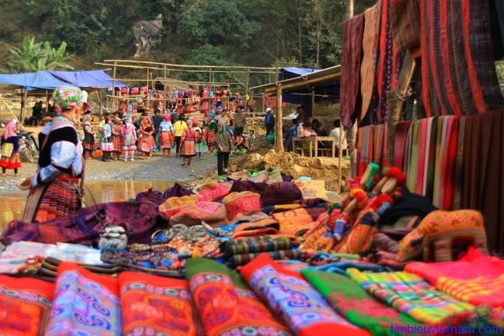 Warna-warni dari pasar-pasar Vietnam - ảnh 2