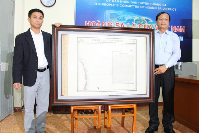 Kabupaten Hoang Sa, kota Da Nang menerima peta yang berharga tentang Hoang Sa yang dihadiahkan oleh  seorang diaspora Vietnam - ảnh 1