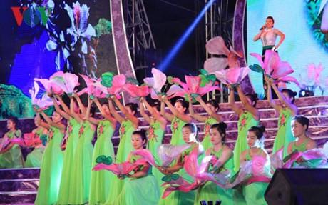 Festival Bunga Ban-Dien Bien-2017: Tempat berhimpunnya kebudayaan etnis-etnis daerah Tay Bac - ảnh 2