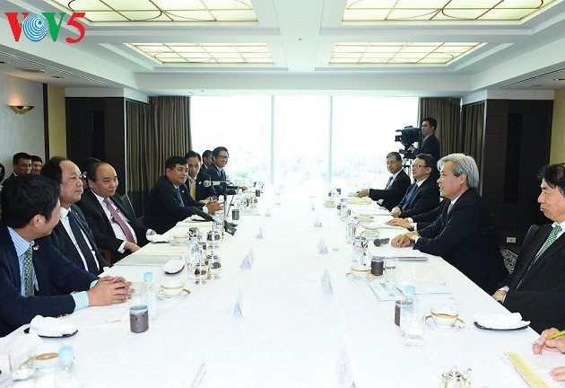 PM Vietnam, Nguyen Xuan Phuc  mengadakan pertemuan dengan para investor Jepang - ảnh 1