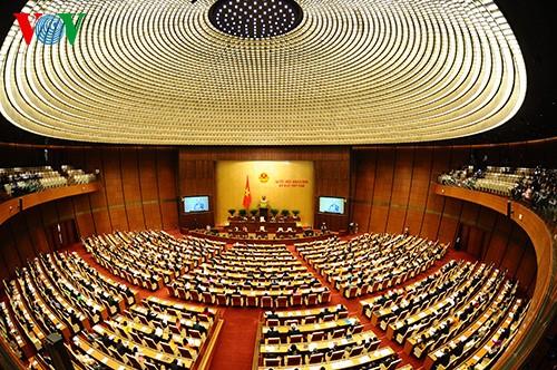 Majelis Nasional Vietnam membahas rancangan Resolusi mengenai penanganan utang bermasalah dari organisasi perkreditan - ảnh 1