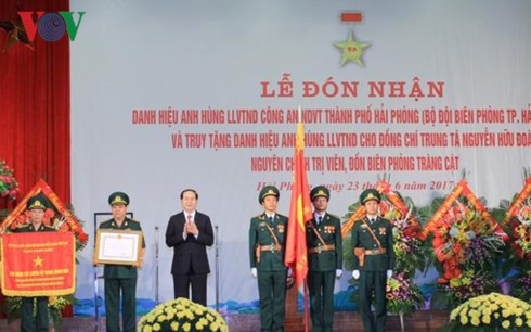 "Presiden Vietnam, Tran Dai Quang menghadiri upacara pemberian gelar: ""Pahlawan Angkatan Bersenjata  Rakyat"" kepada Tentara Perbatasan kota Hai Phong - ảnh 2"