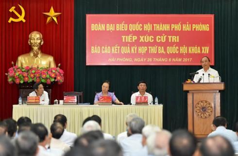 PM Vietnam, Nguyen Xuan Phuc melakukan kontak dengan para pemilih kota Hai Phong - ảnh 1