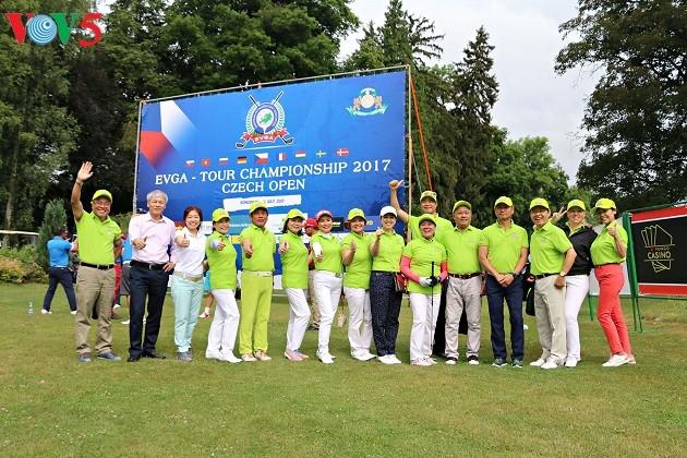 Turnamen Golf di Republik Czech mengaitkan orang Vietnam di Eropa - ảnh 1