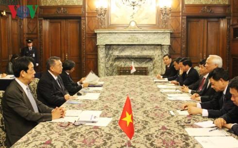 Wakil Ketua MN Vietnam, Uong Chu Luu mengunjungi Majelis Rendah dan Majelis Tinggi Jepang - ảnh 1