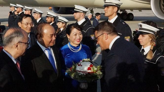 PM Vietnam, Nguyen Xuan Phuc memulai kunjungan di Republik Federasi Jerman dan menghadiri KTT G20 - ảnh 1