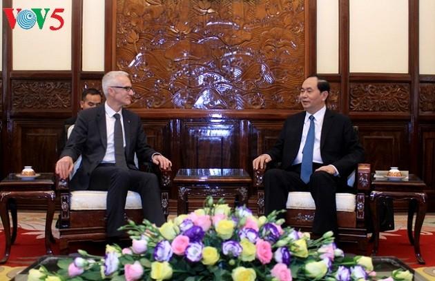 Presiden Vietnam, Tran Dai Quang menerima Sekjen Organisasi Interpol, Jurgen Stock  - ảnh 1