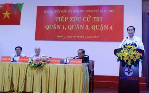 Presiden Vietnam, Tran Dai Quang  mengadakan kontak dengan para pemilih kota Ho Chi Minh - ảnh 1