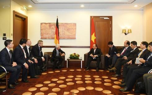 PM Vietnam, Nguyen Xuan Phuc menerima beberapa badan usaha di Berlin, Jerman - ảnh 1