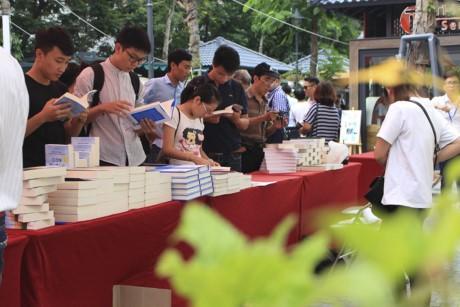 Hari Buku Israel untuk pertama kalinya diadakan di Vietnam Kedutaan Besar Israel di Vietnam   - ảnh 1
