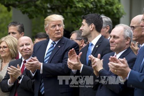 Presiden AS, Donald Trump terus mendesak para legislator Partai  Republik  supaya bersatu untuk mencabut Obamacare - ảnh 1