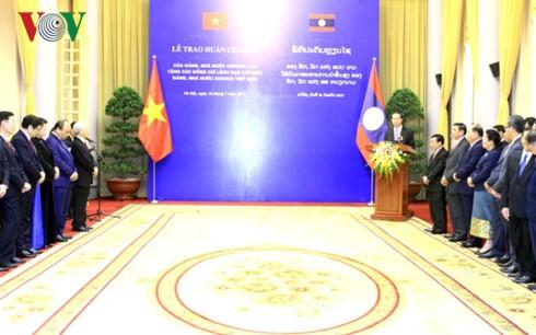 Upacara menyampaikan medali kepada para pemimpin senior Vietnam - ảnh 1