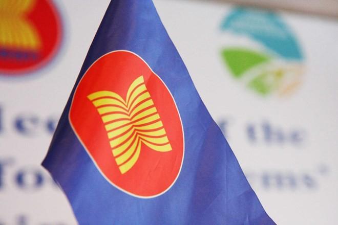 Pameran kesenian menyambut peringatan ultah ke-50 hari berdirinya ASEAN - ảnh 1