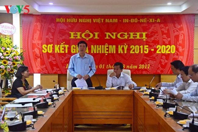 Pembukaan Konferensi evaluasi sementara sela masa bakti 2015-2020 Asosiasi Persahabatan Vietnam-Indonesia angkatan III  - ảnh 1