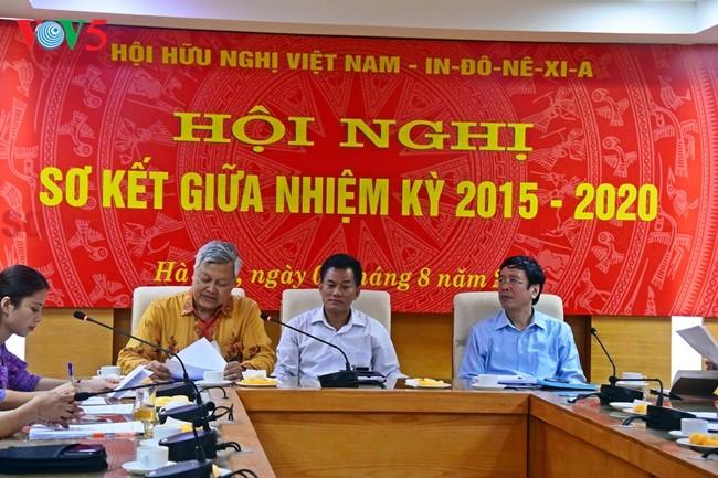 Pembukaan Konferensi evaluasi sementara sela masa bakti 2015-2020 Asosiasi Persahabatan Vietnam-Indonesia angkatan III  - ảnh 2
