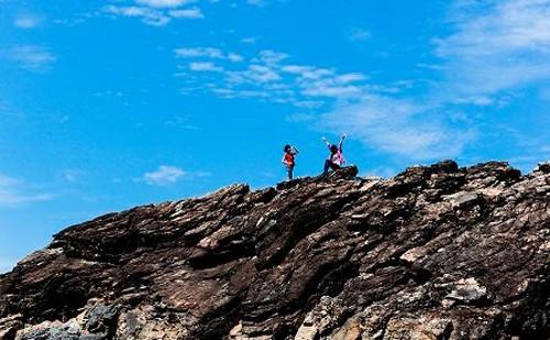 Banyak ilmuwan mengusulkan agar daerah pantai dan daerah laut dan pulau di kabupaten  Nui Thanh, provinsi Quang Nam  sebagai pusaka geologi regional. - ảnh 1