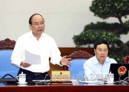 PM Vietnam, Nguyen Xuan Phuc  memimpin sidang periodik Pemerintah  untuk bulan Juli 2017 - ảnh 1