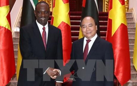 PM Mozambik, Carlos Agostinho do Rosario mengakhiri kunjungan resmi di Vietnam - ảnh 1