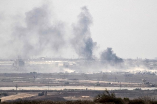 Israel melakukan serangan udara terhadap Jalur Gaza untuk membalas serangan dengan roket - ảnh 1