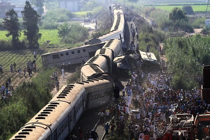 Jumlah korban  dalam kecelakaan kereta api di Mesir meningkat tinggi - ảnh 1