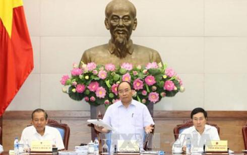 PM Vietnam, Nguyen Xuan Phuc  memimpin  sidang  untuk membahas solusi-solusi mendorong pertumbuhan ekonomi - ảnh 1