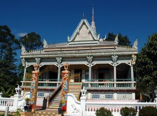 Mengunjungi beberapa pagoda di provinsi Soc Trang - ảnh 1