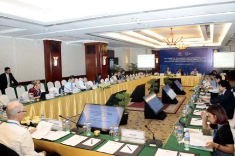 APEC: Konferensi SOM3  dan semua pertemuan yang bersangkutan meneruskan hari   kerja yang ke-3 - ảnh 1