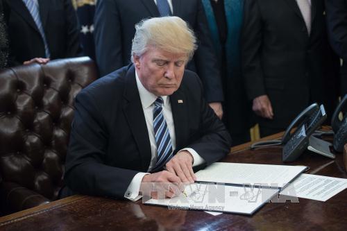 Presiden AS membatalkan kebijakan imigrasi DACA - ảnh 1