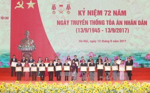 Wapres Vietnam, Dang Thi Ngoc Thinh  menghadiri upacara peringatan  ultah ke-72  Hari berdirinya  Mahkamah  Rakyat Agung - ảnh 1