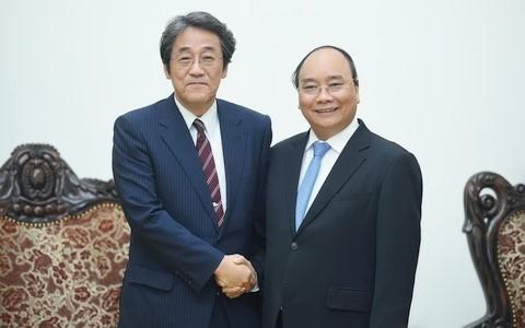PM Vietnam, Nguyen Xuan Phuc menerima Dubes Jepang, Kuinio Umeda di Vietnam - ảnh 1