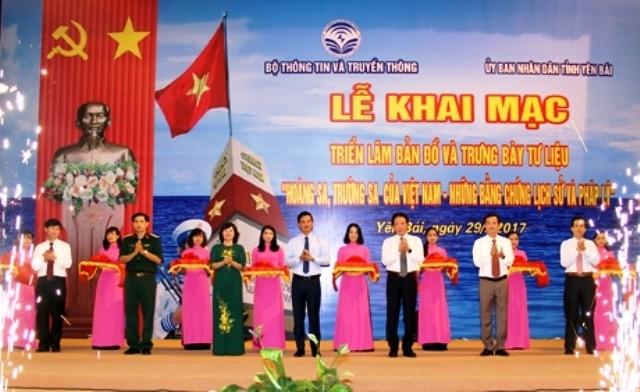 "Pameran peta  dan pemajangan  dokumen: ""Hoang Sa, Truong  Sa wilayah Vietnam: Bukti-bukti sejarah dan hukum"" - ảnh 1"