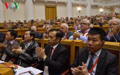 Delegasi Partai Komunis Vietnam menghadiri Pertemuan Internasional ke-19 Partai-Paertai  Komunis dan Buruh - ảnh 1