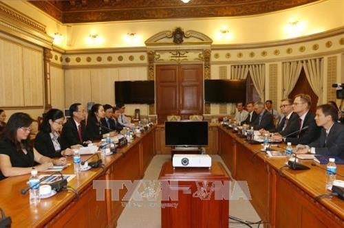 Kota Ho Chi Minh memperkuat kerjasama dengan Finlandia dan Mesir di banyak bidang - ảnh 1