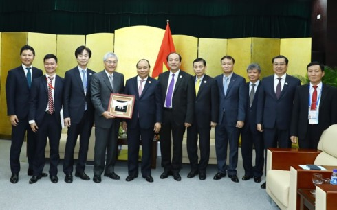 PM Vietnam, Nguyen Xuan Phuc menerima para pemimpin  dari grup-grup  besar yang menghadiri APEC - ảnh 1