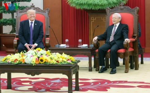 Sekjen  KS PKV, Nguyen Phu Trong menerima Presiden AS, Donald Trump - ảnh 1