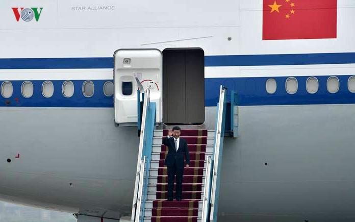 Sekjen, Presiden Tiongkok Xi Jinping  mulai melakukan kunjungan kenegaraan di Vietnam - ảnh 1