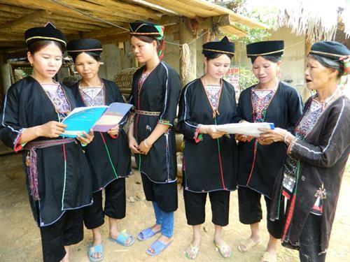 Turut mendorong  kebutuhan berkembang dari kaum wanita dan lelaki  etnis-etnis minoritas - ảnh 1