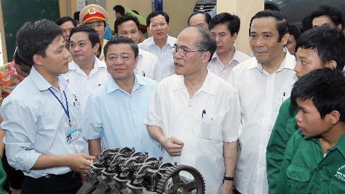 グェン・シン・フン国会議長、中部のハーティン省の有権者と会合 - ảnh 1
