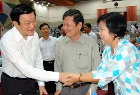 チュオン・タン・サン国家主席、ホーチミン市第4区の有権者と会合 - ảnh 1